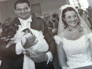Le bouledogue apporte les alliances dans animaux-sauvetage-barbarie animale-divers mariage-300x224