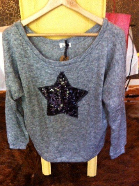 Vends adorable petit pull gris acheté aux Galeries Lafayette dans Mode, glamour & tendances photo101